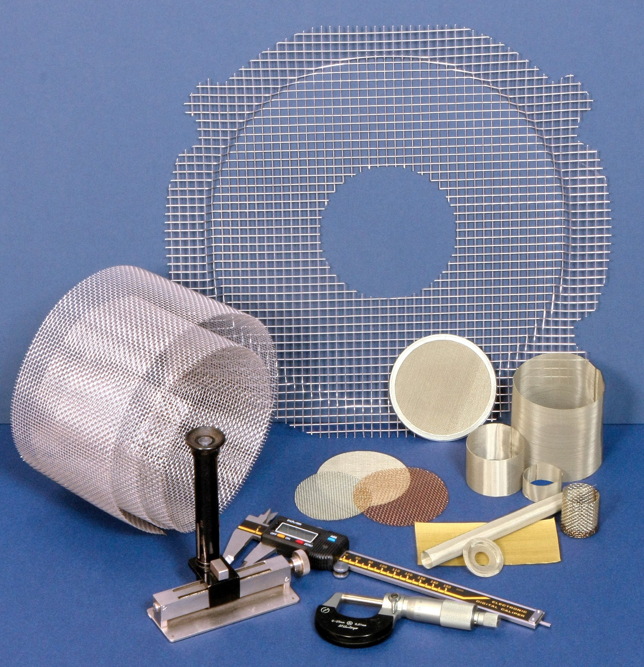 Woven wire mesh filtration products with measuring equipment